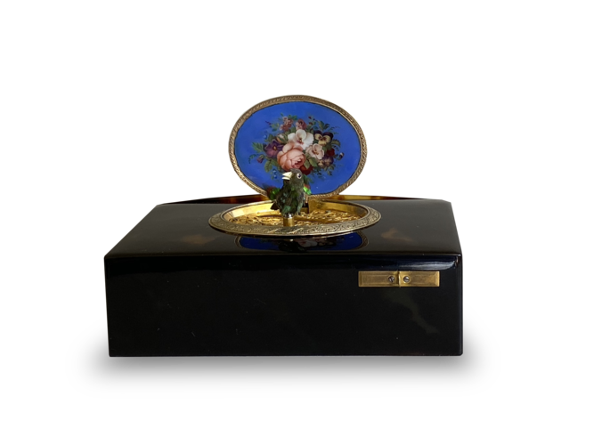 Tortoiseshell, gold and enamel singing bird box, by Charles Bruguier