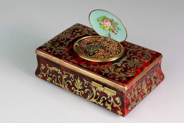 Antique silver gilt and tortoiseshell sarcophagus-form singing bird box, by E. Flajoulet retailed by Juvenia